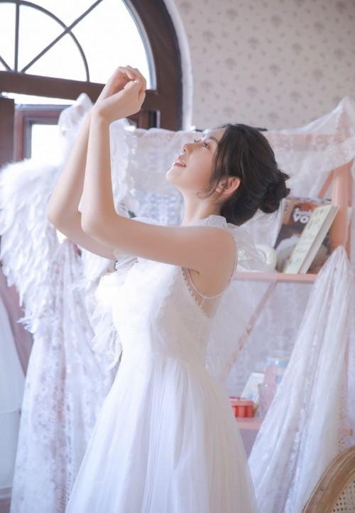 知名中国女演员孟茜化身足球宝贝靓丽写真6P