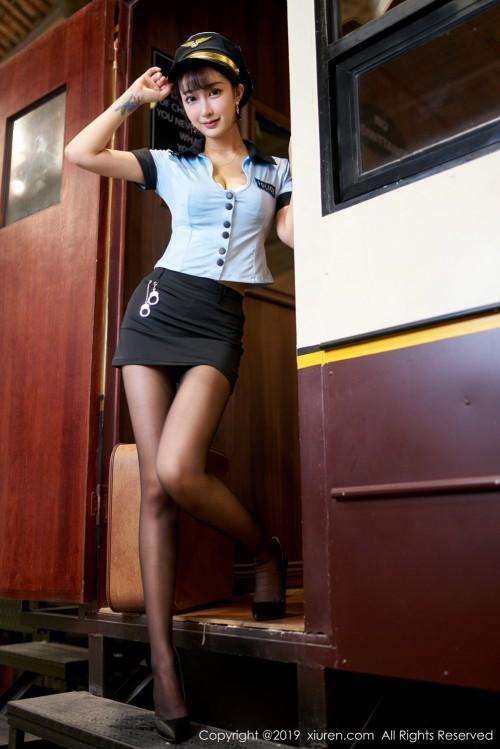 风情熟女林子欣开胸露乳装齐b超短裙大胆祼体验艺术写真