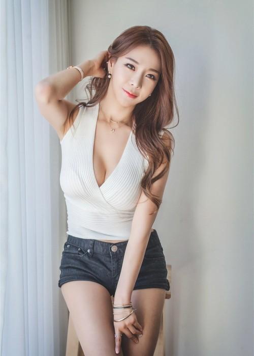 高颜值御姐韩彩媛深v美乳美腿翘臀GOGO人体模特高清正版