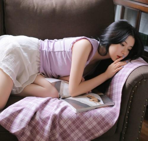 邻家姐姐甜美气质长发床上妖娆抚媚人体艺术