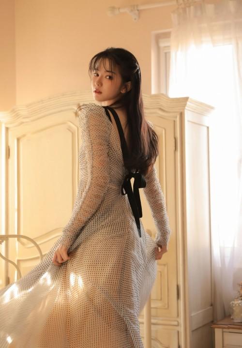 妖娆风骚名媛贵妇居家蕾丝长裙性感人体艺术写真