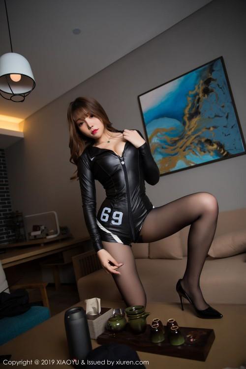 火辣美娇娘芝芝真空豪乳黑丝翘臀裸体丰满女人艺术照