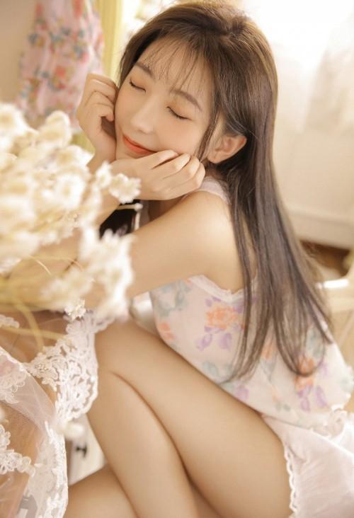 极品美女白嫩抚媚妖娆气质长发人体艺术写真