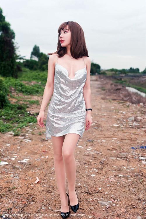 俏丽佳人艾小青真空豪乳裙底走光裸体丰满女人艺术照