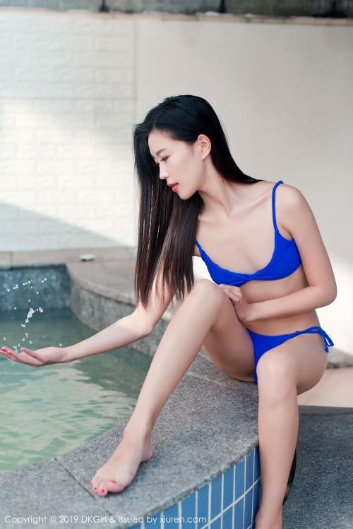 神似章子怡的比基尼美女泳池大秀湿身诱惑香艳优优人体艺术