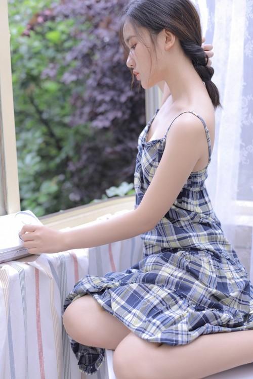 事业线傲人的娇羞美少女美乳半裸性感诱惑人体艺术欣赏