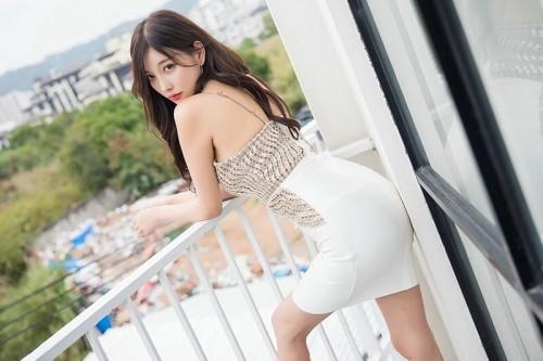 职业白领梦心月开胸露乳装齐b超短裙亚洲大胆人休艺术照-