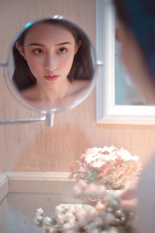 极品美女卓娅祺蕾丝透明内内销魂人体艺术写真