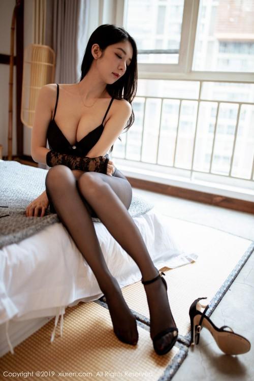 甜心娇妻小热巴深沟美乳性感美臀gogo全球人体高清大胆写真