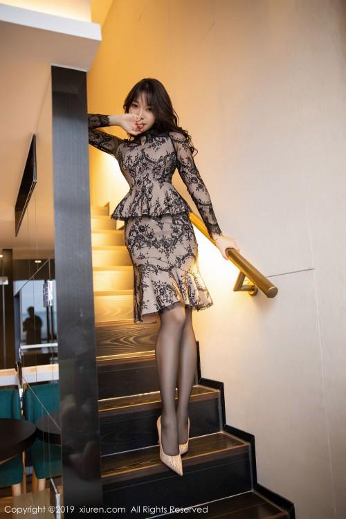 极品尤物芝芝黑丝翘臀高跟美腿嫩模超大胆大尺度人体写真