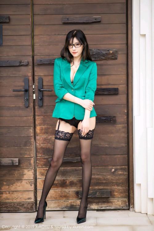 都市丽人杨晨晨黑丝吊袜带最大胆人体艺术照