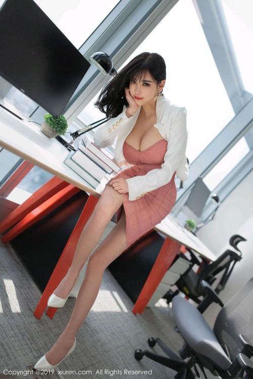 办公室秘书杨晨晨穿短裙极品人体图写真-美眉图吧