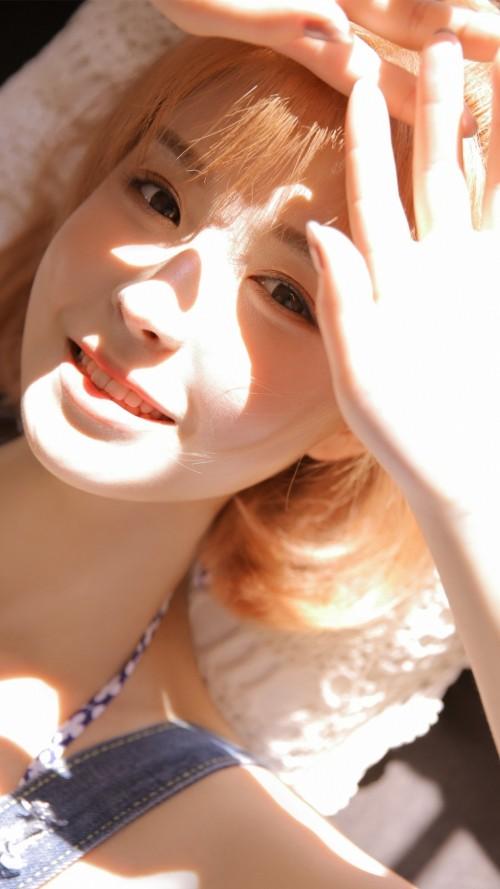 俏皮可爱的清纯美女白皙酥胸杏眼水蒙蒙的勾火人体艺术照-美眉图吧