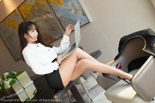 职业白领陶喜乐胸部走光翘臀韩国美女大胆裸体人体写真