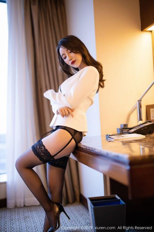 年轻人妻绯月樱黑丝吊袜带情趣内衣西西人体写真