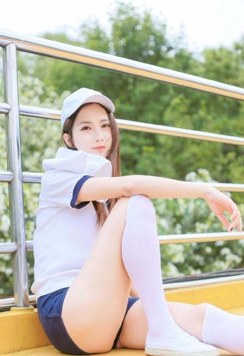 校园体操服宅男女神操场白丝美腿人体艺术写真