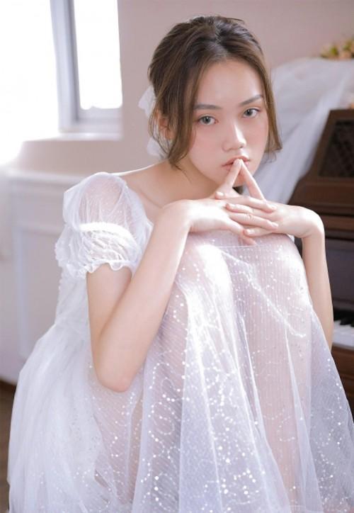文艺长裙美女白纱养眼优雅贵妇人体艺术写真