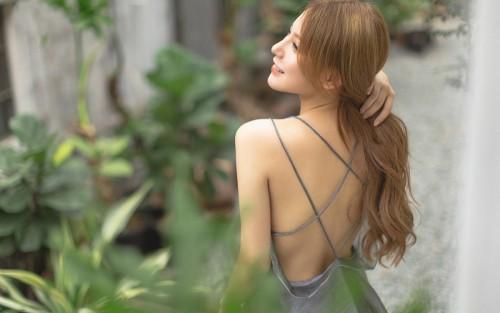 火辣美女御姐模特风情性感吊带香肩美背人体艺术图片