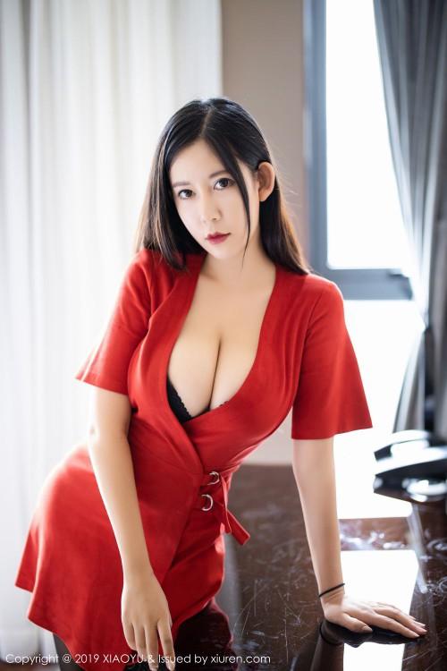 火辣美娇娘李雅深沟爆乳黑丝美腿裸体丰满女人艺术照