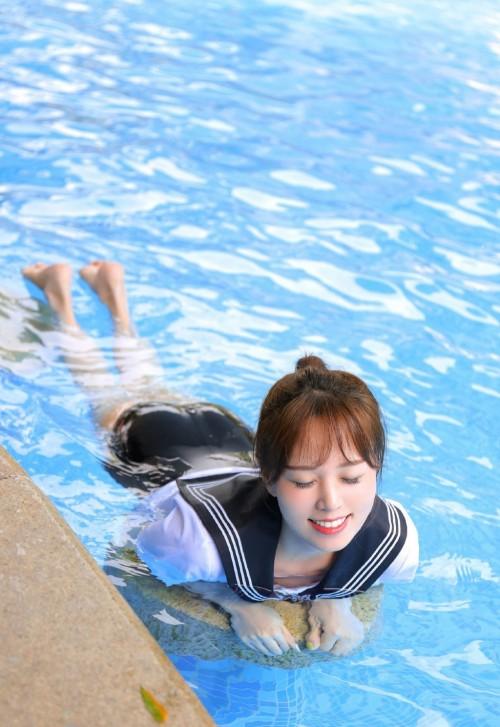 制服学生妹性感泳衣连体比基尼翘臀长腿人体艺术写真-美眉图吧