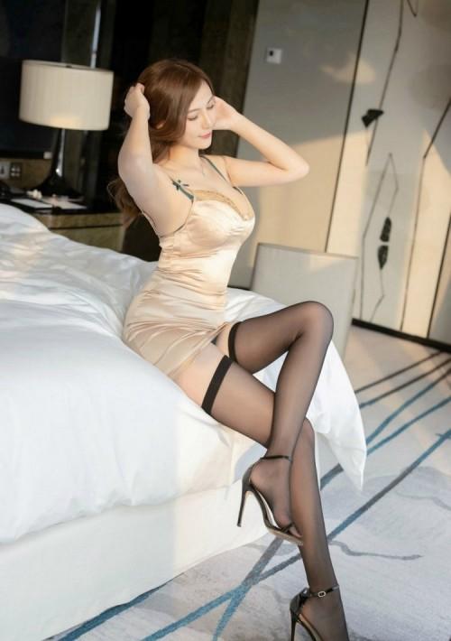 -邻家漂亮人妻少妇私房黑丝美腿包臀裙大胆人体艺术写真图片