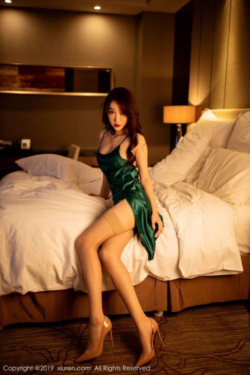 寂寞少妇小九月吊带睡裙后入式翘臀床上108种姿势人体写真