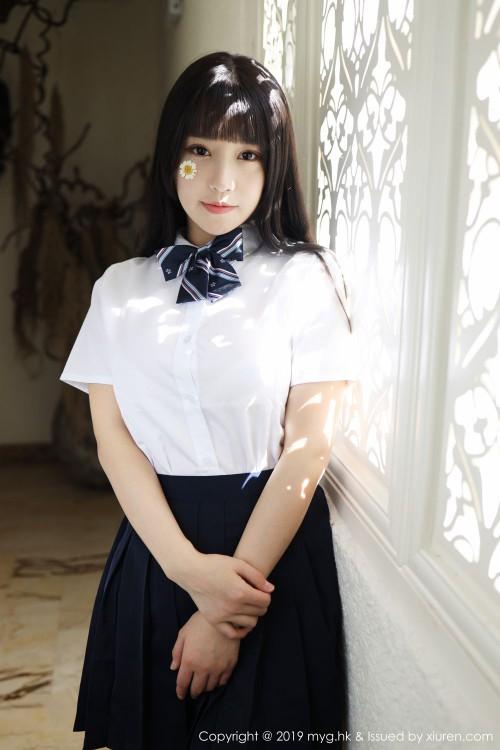 清纯学妹朱可儿学生制服白丝美腿透明写真