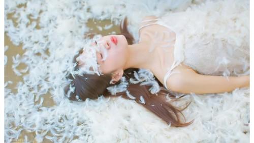 美女在浴室洗澡一丝不挂顶级人体艺术照