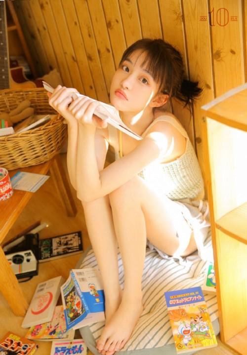 吊带萝莉美女尤物骨感身材人体艺术写真