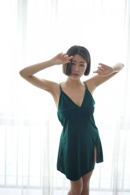 风骚气质少妇居家性感妖娆舞蹈大胆开放人体艺术写真