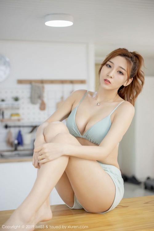 邻家气质女孩超短裤诱人美腿女性私身体艺术照