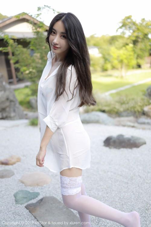 纯情玉女林子欣真空豪乳凸点诱惑白丝美腿人体艺术照