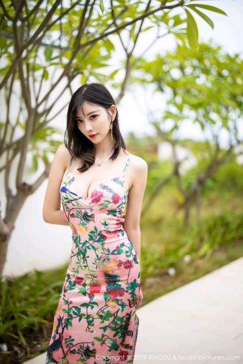 风情熟女杨晨晨深v吊带裙美臀美女人体艺术图片