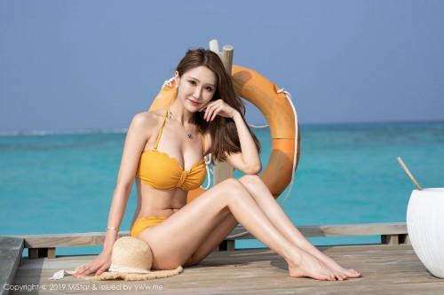 金发女郎妤薇三点式比基尼白嫩酥胸性感美臀美女人体艺术照