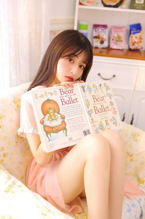高颜值美女香艳妆容成熟可爱校花人体艺术写真