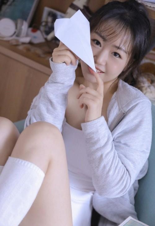 日本女优模特吊带背心爆乳丰满人体艺术写真