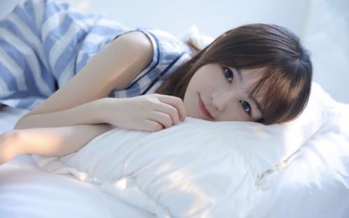 极品漂亮短发美女尤物水嫩清纯可爱床上人体艺术写真