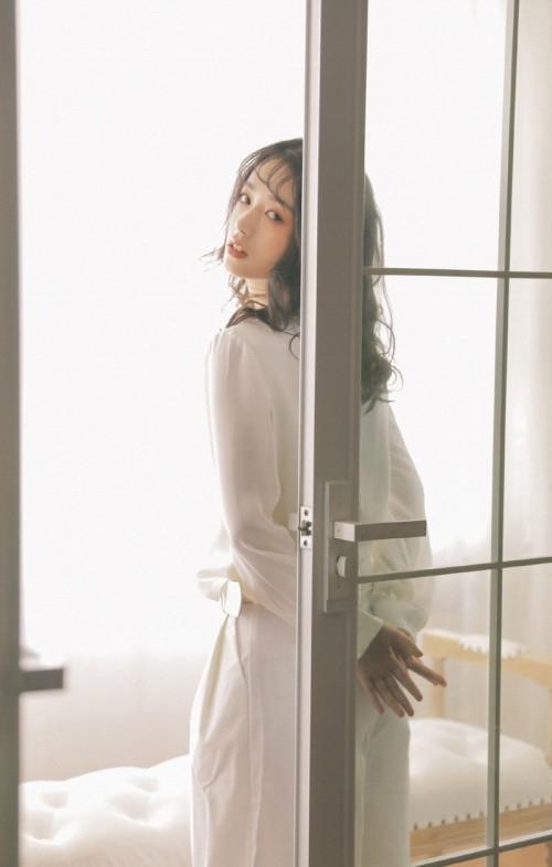 成熟妖娆熟女妩媚多姿卧室脱光美女衣服人体艺术写真