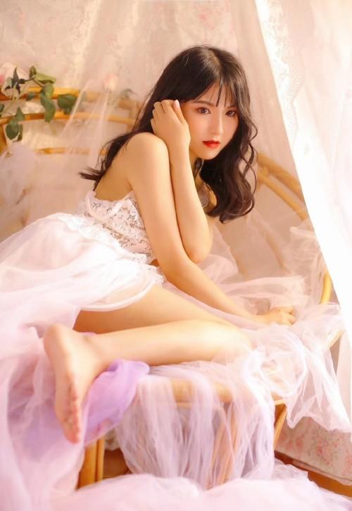 尤物美女低胸爆乳梦幻蕾丝公主裙长腿白皙人体艺术摄影