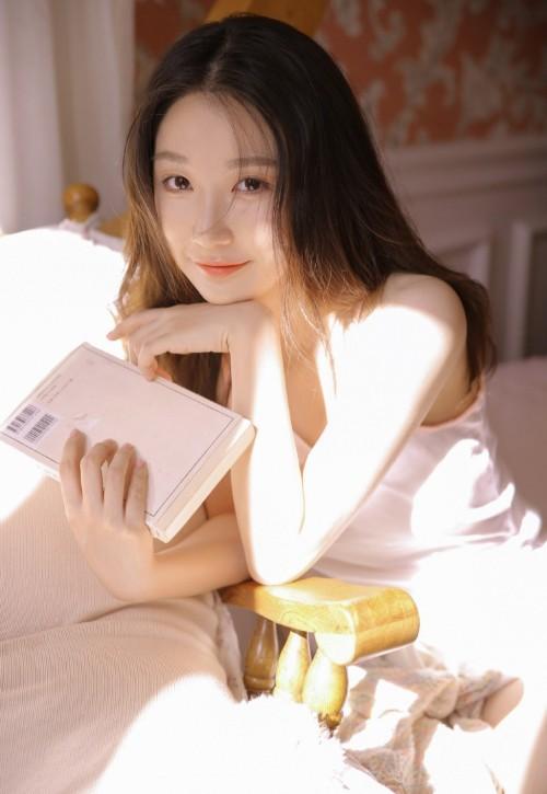 韩国美女主播吊带内衣卧室性感撩人人体艺术隐私写真