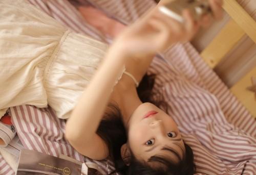 青春靓丽小美人双瞳剪水肌肤气质清新脱俗好看的美女图片