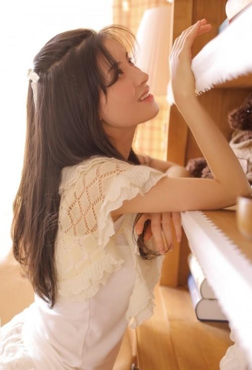 粉嫩可爱萝莉漂亮女孩人体艺术写真