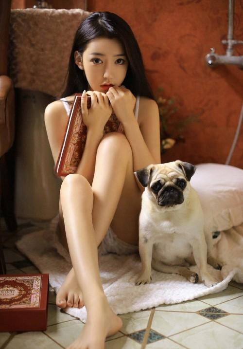 自然美女纤细小蛮腰白嫩美腿令人浮想联翩人体艺术照