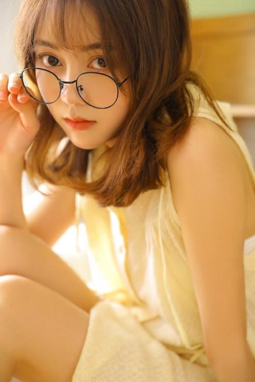 女友粉嫩娇躯肤若凝脂青涩勾人写真
