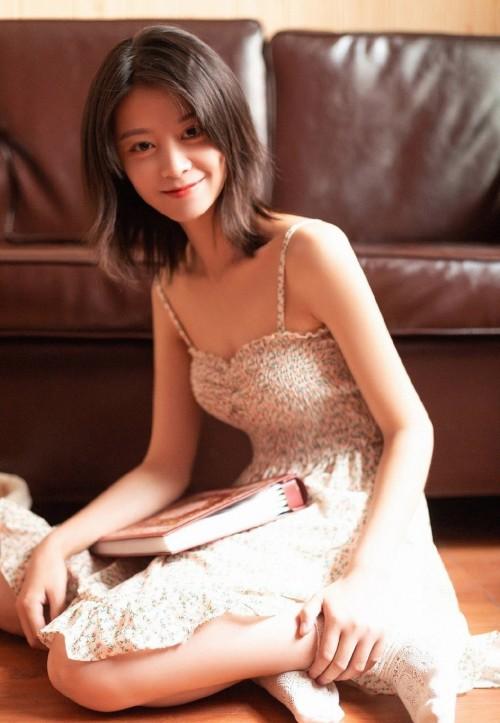 吊带睡衣美女青涩极品身材萝莉未成年人体艺术写真