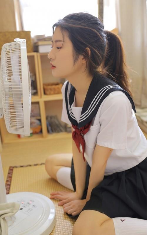 制服美女模特邻家学生妹人体艺术诱惑写真