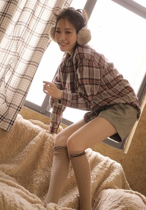 文艺小清新少女居家肉丝美腿养眼人体艺术模特大胆写真