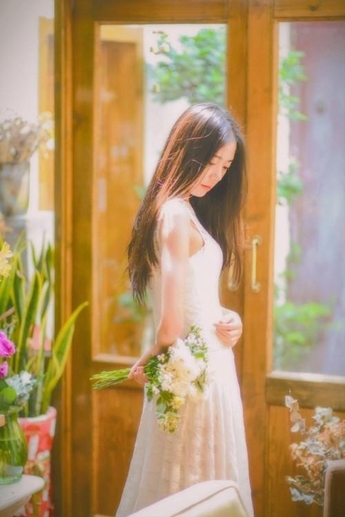 长发文艺鲜花美女萝莉卧室小清新唯美夏娃人体艺术写真