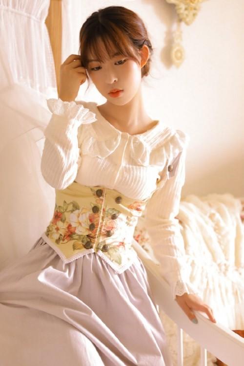日韩美女极品萝莉翘臀小美女性感美人图