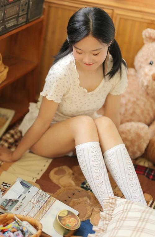 极品萝莉美女模特白丝人体艺术美腿性感诱人写真